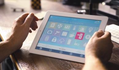 [Obrázek: AdobeStock-smart-home-control.jpeg]