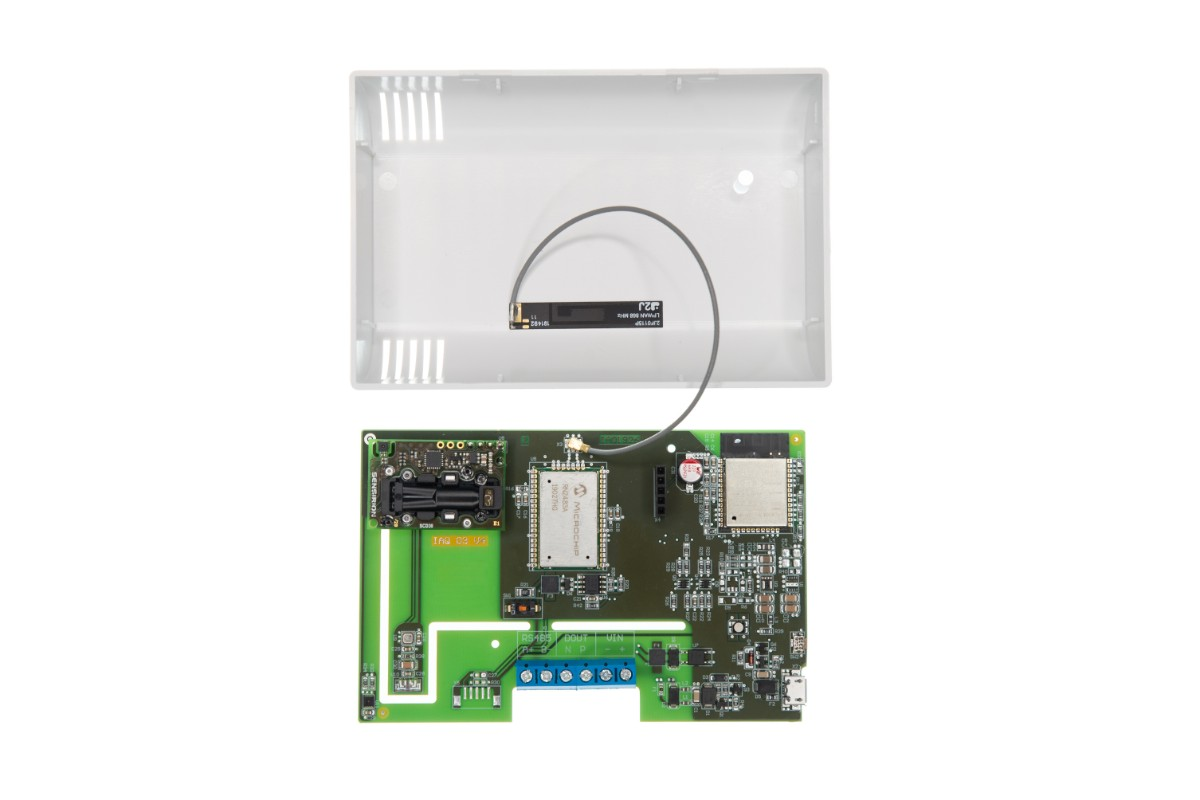 with housing sensor: PT100 iOVEO 051RF01200 Room sensor temperature sensor interior
